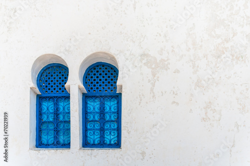 Fotobehang Tunesië Lovely blue windows in Sidi Bou Said - Tunisia