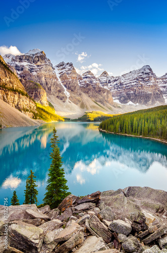 Spoed Foto op Canvas Natuur Park Landscape view of Moraine lake in Canadian Rocky Mountains