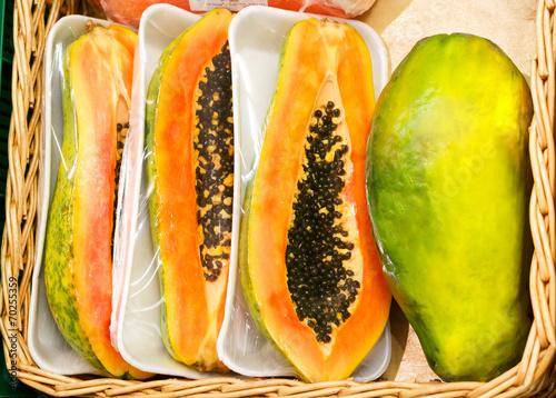 In de dag Verse groenten whole papaya fruits