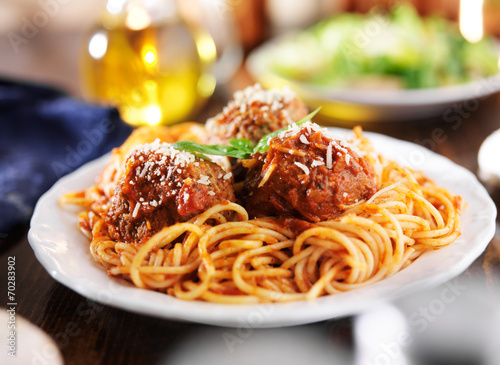 Photo  spaghetti and meatballs dinner