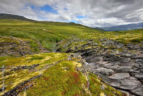 norwegia-krajobraz-wiejski-zachod-slonca-nad-jeziorem