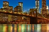 Most Brookliński na tle Manhattanu