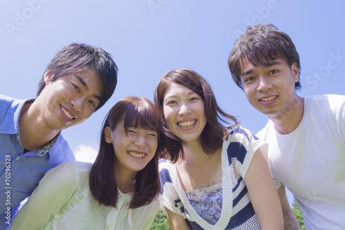 Fotografía  公園で微笑む若者達