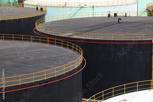 Fényképezés  oil tank storage in oil refinery petrochemical industry estate