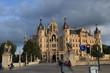Vor dem Schweriner Schloß