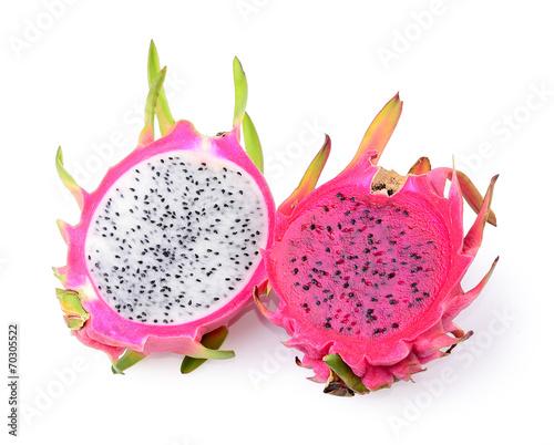 smoczy-owoc-od-srodka-na-bialym-tle