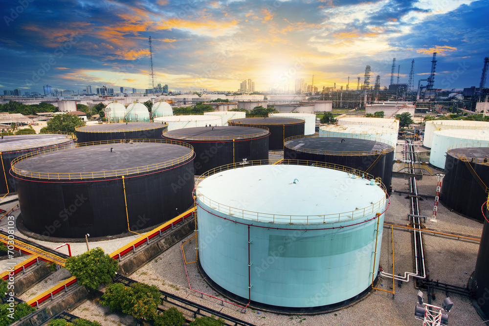 Fototapety, obrazy: oil storage tank in petrochemical refinery industry plant in pet