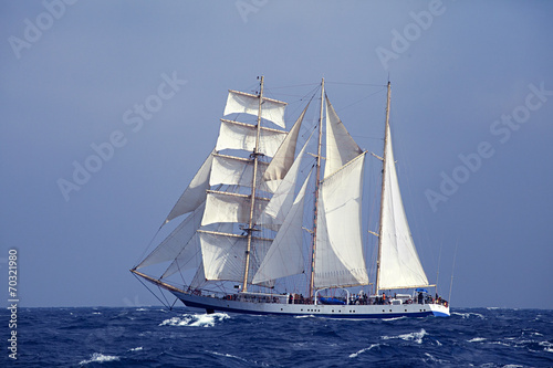 Ingelijste posters Schip Tall ship in the sea