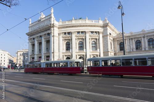 Garden Poster Vienna ウィーン ブルク劇場 Burgtheater(世界遺産 ウィーン旧市街)とトラム