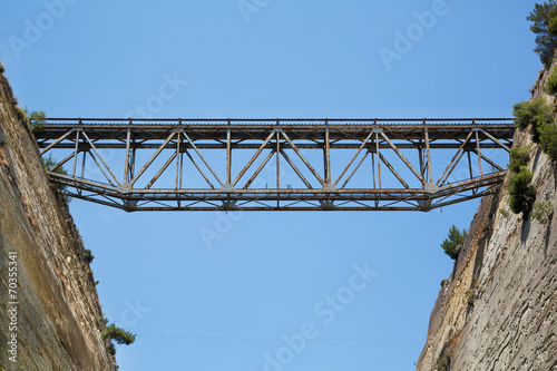 Fototapeta Einer der vielen Brücken über den Kanal von Korinth