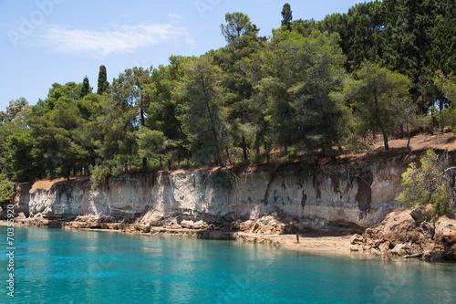 Fotografie, Obraz  Ausgeschwemmte Ufer im Kanal von Korinth