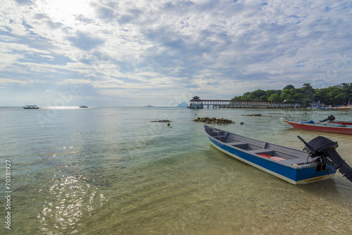 Foto op Plexiglas Caraïben Boat with clear water and blue skies