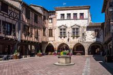 Castelnau-de-Montmiral Place D...