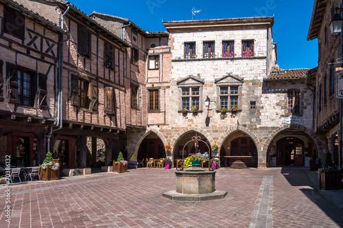 Fotografía  Castelnau-de-Montmiral place du village