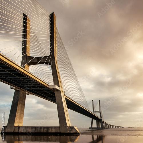 Keuken foto achterwand Bruggen Vasco da Gama Bridge over the Tagus river at sunrise with cloudy