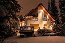 Haus In Schneelandschaft