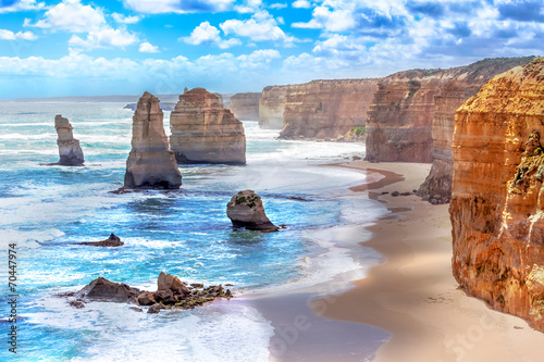 Photo Stands Australia Twelve Apostles along the Great Ocean Road in Australia