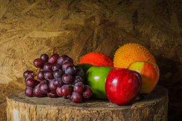 Obraz na Szkle Still life with on the timber full of fruit