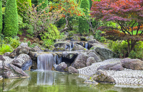 Obraz Cascade waterfall in Japanese garden in Bonn - fototapety do salonu
