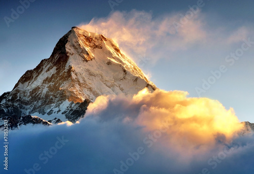 In de dag Nepal Sunrise at Annapurna mountains range, Machapuchere mountain