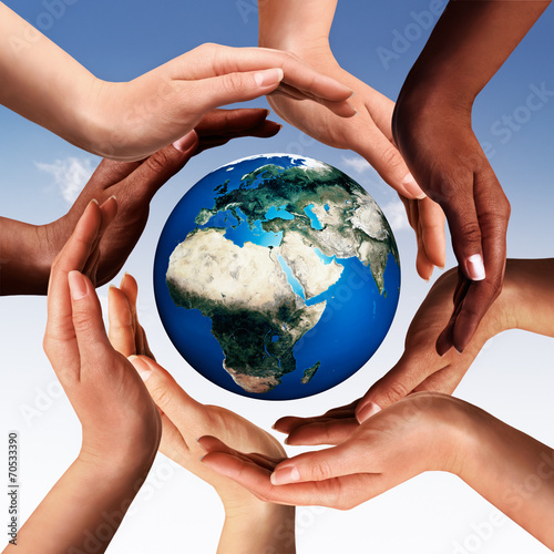 Photo  Multiracial hands making a circle together around the world glob