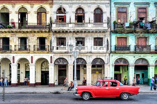 Foto op Aluminium Havana Street scene with vintage car in Havana, Cuba.