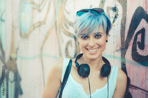Fotomural young beautiful short blue hair hipster woman with headphones mu