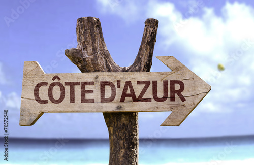 Valokuvatapetti Cote d'Azur wooden sign with a beach on background
