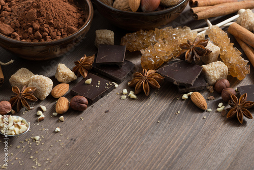 Foto op Plexiglas Chocolade cocoa, chocolate, nuts and spices on wooden background