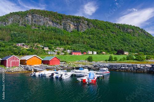 Papiers peints Scandinavie Norwegian village between sea and mountain