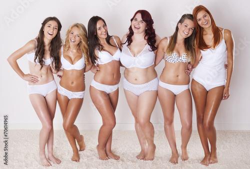 Obraz Happiness of natural beautiful girls - fototapety do salonu