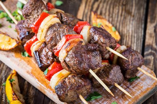 Fotomural Grilled  beef shishkabab skewers