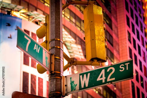 Photo  The intersection of 42nd Street and 7th Avenue at Times Square,