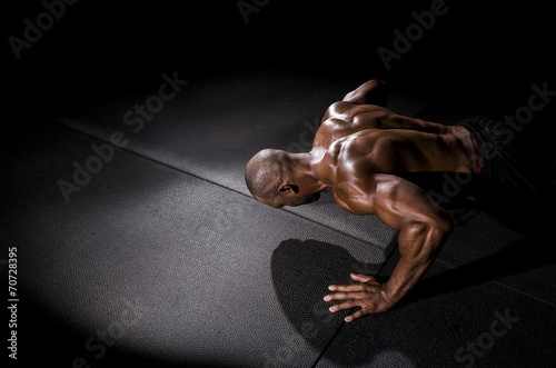 guy-pushup