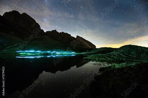 Papiers peints Bleu nuit Le Lac de Peyre, Aravis