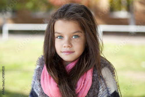 Fototapety, obrazy: Beautifal little girl in the autumn park