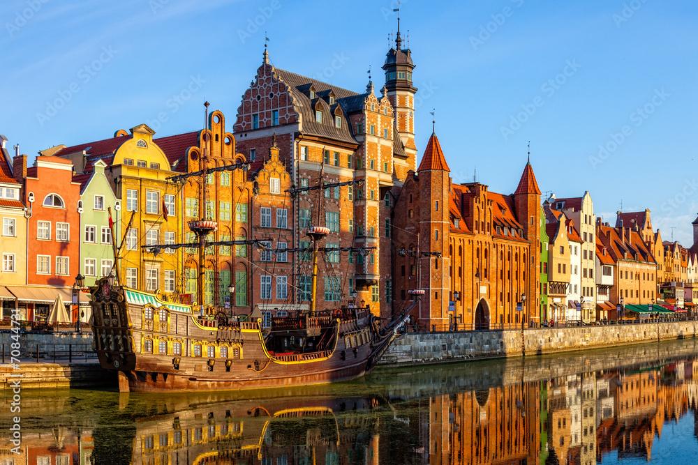 Fototapety, obrazy: Riverside z promenadą w Gdańsku