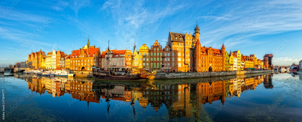 Fototapety, obrazy: The riverside with promenade of Gdansk, Poland.