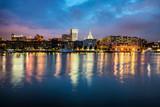 Fototapeta Sawanna - Downtown Savannah , Georgia, along riverfront at night