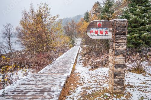 Tuinposter Oude verlaten gebouwen china winter landscape