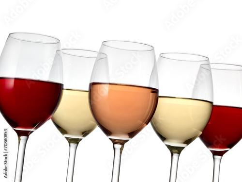 piec-kieliszkow-do-wina-z-bliska
