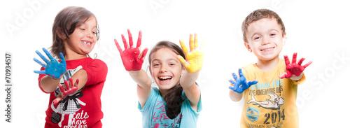 Fotografie, Obraz  bambini con mani colorate