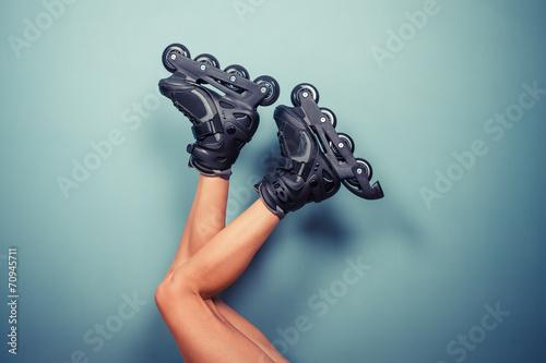Carta da parati Legs of woman wearing rollerblades