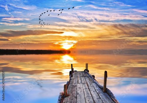 spokojny-dzien-nad-jeziorem-kolorow