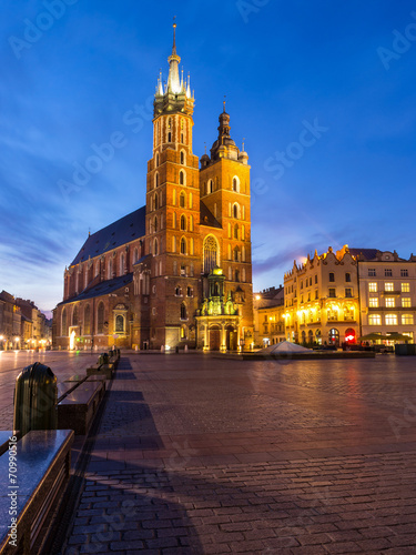 Fototapeta St. Mary's Church at night in Krakow, Poland. obraz