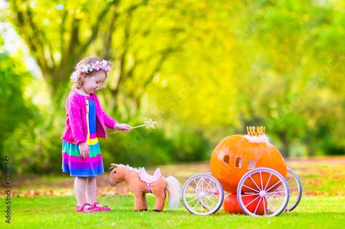 Fotografie, Obraz  Little sweetn girl playing Cinderella