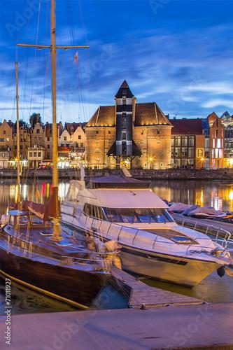 widok-na-gdanski-port-w-zmierzchu-gdansk-polska