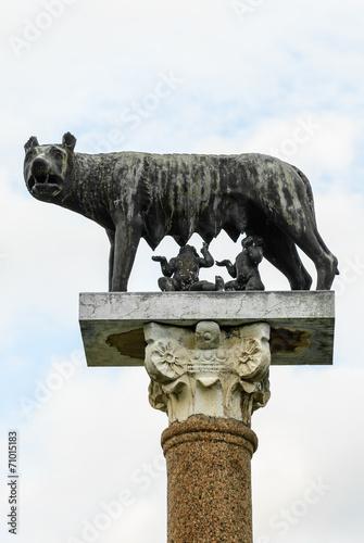 Valokuva  Statua di bronzo Lupa e gemelli Remolo e Romolo, monumento, Pisa