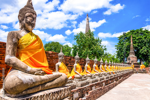 Photo Thailand, row of Buddha images in Ayutthaya old Temple
