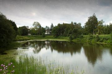 Fototapeta na wymiar golden autumn on the lake.